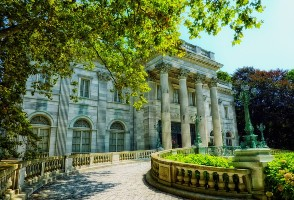1-Day Boston to Newport, Brown University and The Breakers Mansion Tour