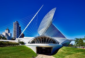 1-Day Chicago to Lake Geneva and Milwaukee City Tour