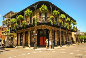 2-Day Houston to Oak Alley Plantation, National World War II Museum, French Quarter & New Orleans In Depth Tour