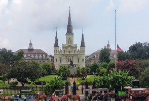 6-Day Houston to New Orleans, Mardi Gras World, Baton Rouge and French Quarter Tour (Free Airport Pickup)
