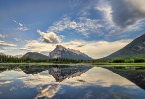 1-Day Calgary to Lake Minnewanka Cruise and Banff Area Tour