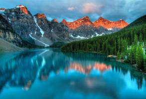 1-Day Calgary to Waterton Lake National Park and Redrock Canyon Tour