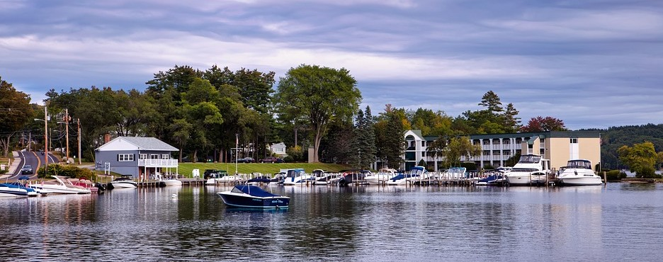 2-Day Boston to Ellacoya State Park, Lake Winnipesaukee and Hampshire White Mountain (Fall Foliage) Tour